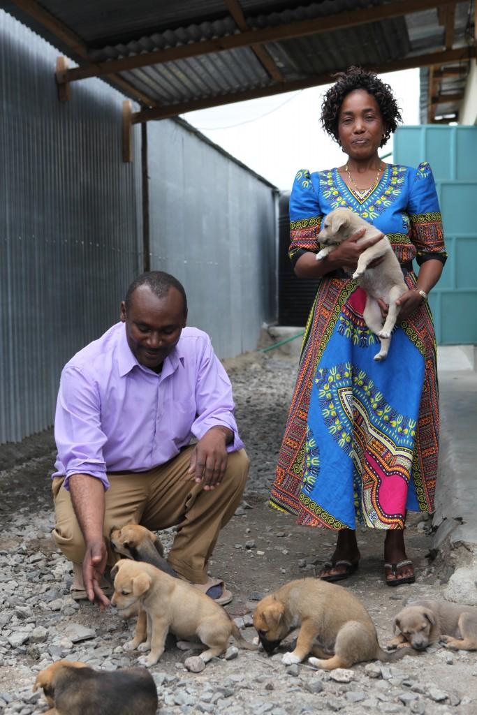 Lykken smiler til pastorparet Paul Njugine Kamau og Florence Njoki.