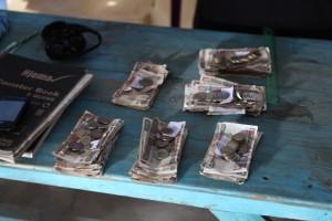 Dagens fangst. Andre steder setter kvinnene pengene rett i banken og tar med seg kvitteringsslippen.